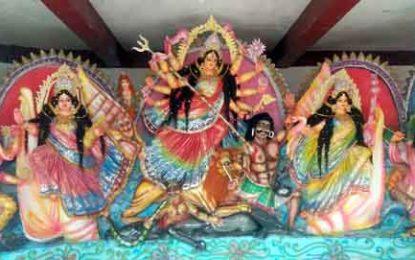 পাইকগাছায় ১৪৩ টি মন্ডপে অনুষ্ঠিত হচ্ছে শারদীয়া দূর্গোৎসব; চলছে শেষ মুহুর্তের প্রস্তুতি
