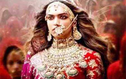 'পদ্মাবত' মুক্তি বন্ধ না হলে আত্মহত্যার হুমকি দিলেন রাজপুত মহিলারা