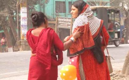 ঝিনাইদহে সাপের ভয় দেখিয়ে চাঁদা দাবী, আতংকে নিরুপায় পথচারিরা