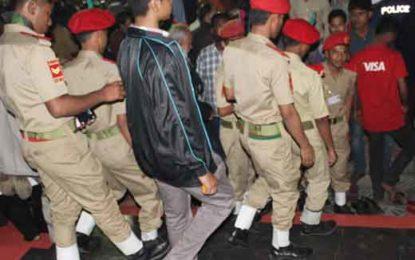 ঝিনাইদহে এবার বিএন সি সি জুতা পায়ে শহীদ মিনারে